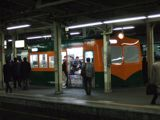 藤沢駅ライナーホームから見た湘南電車KIOSK