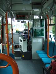071222 [misc]えぼし号「鶴嶺循環市立病院線」初バス車内。花束に注目。
