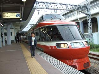 080419 小田急ロマンスカー7000形LSE:旧塗装7004F「はこね」 小田原駅