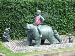 大雄山駅前 金太郎の像