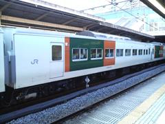 090114 湘南ライナー12号:約10分遅れ、品川駅7番線に