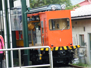 090823 [Rail] 箱根登山鉄道:オレンジ色のモニ1