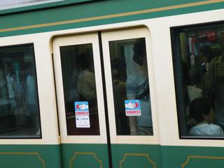 100620 江ノ電22Fの客用扉窓