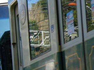 20110112 ドア窓が変更される前の22F@龍口寺前